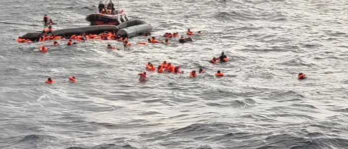 Libia: gommone con 130 migranti naufraga nel Mediterraneo