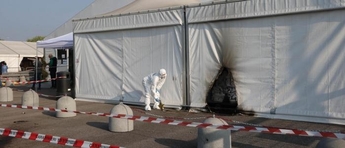 Brescia: arrestati due no vax per l'attentato incendiario al polo vaccinale