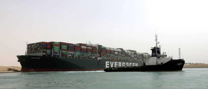 Canale di Suez, cargo arenato: ci provano gli esperti Usa