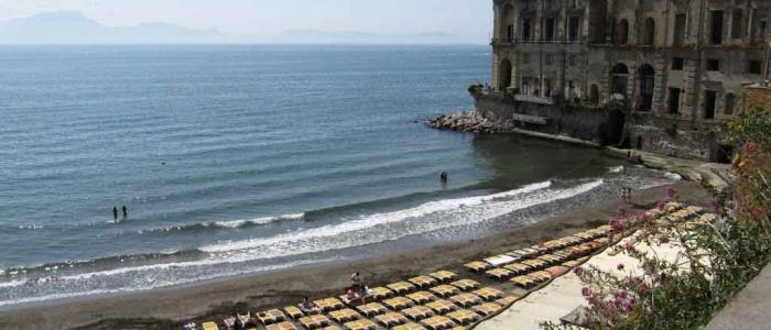 Napoli: spiagge chiuse nel weekend per tutto il mese di maggio