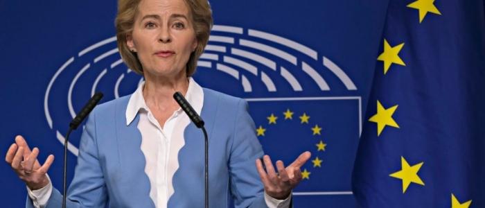 """Ursula Von der Leyen: """"Chi parla di deroga ai brevetti si impegni a esportare le dosi"""""""