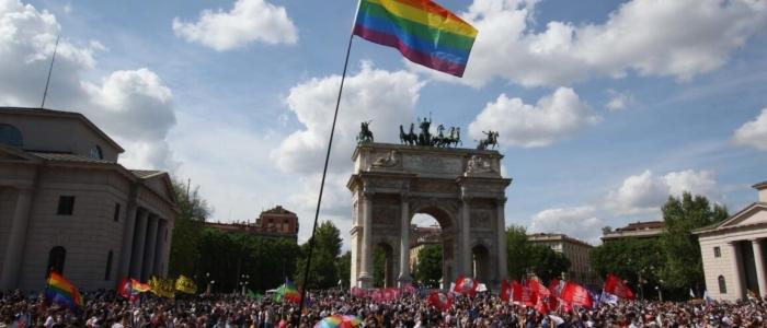 Milano: 8mila persone in piazza per chiedere l'approvazione del ddl Zan