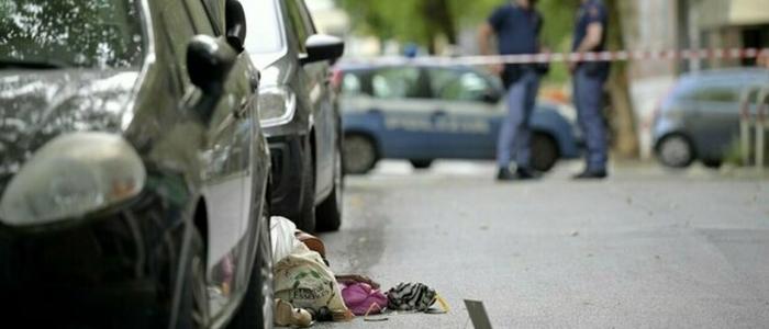 Roma, uccide la moglie a coltellate per strada