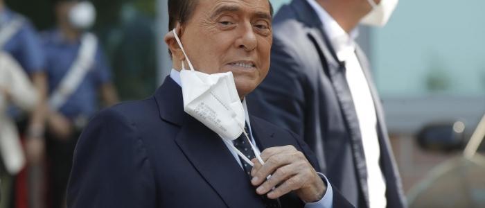 """Berlusconi: """"L'Italia sta ripartendo, è il momento di tagliare le tasse"""""""