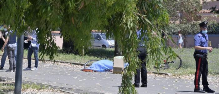 Ardea, uomo di 35 anni spara in strada uccidendo due bambini e un anziano
