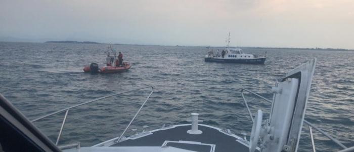 Garda, ragazzo di 23 anni muore annegato. Durante i soccorsi dei ragazzi derubano i bagnanti