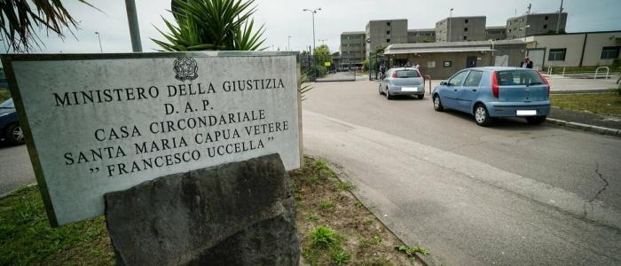Caserta, misure cautelari per 52 poliziotti accusati di pestaggi nelle carceri