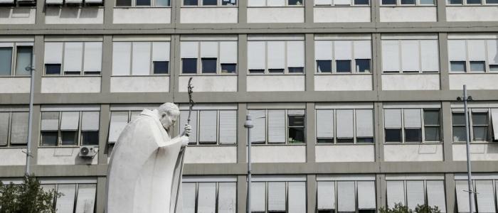 Prima notte tranquilla per Papa Francesco dopo l'intervento al colon