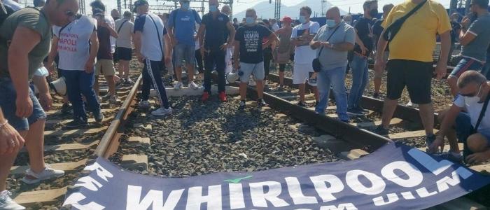 Napoli, protesta dei lavoratori Whirlpool