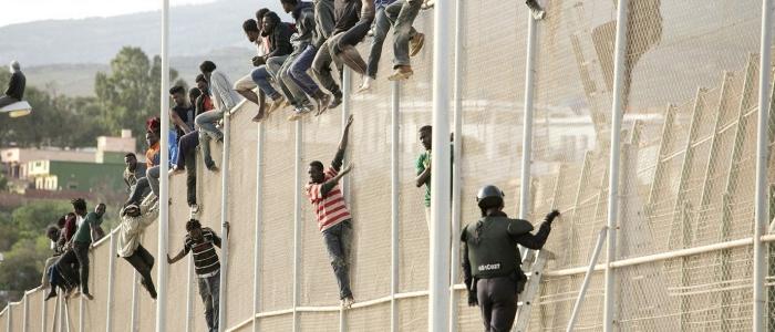 Spagna, 230 migranti superano la frontiera di Melilla