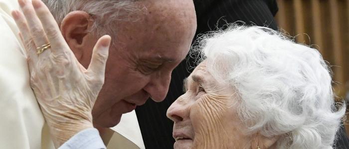 Papa Francesco, la giornata dedicata ai nonni e agli anziani