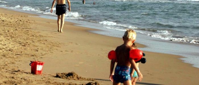 Formia, molesta bambine in spiaggia. Uomo rischia il linciaggio