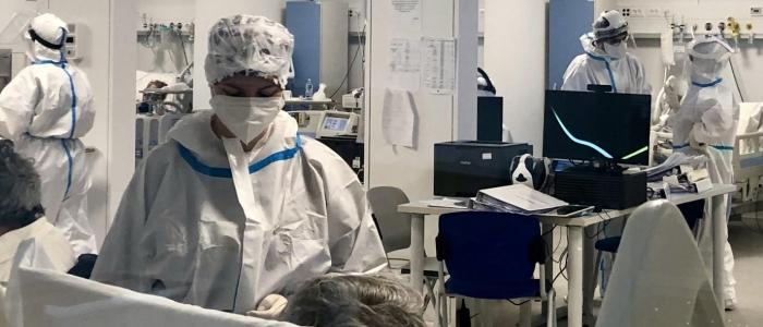 Covid in Italia, Rt scende a quota 1,56 ma aumentano le terapie intensive