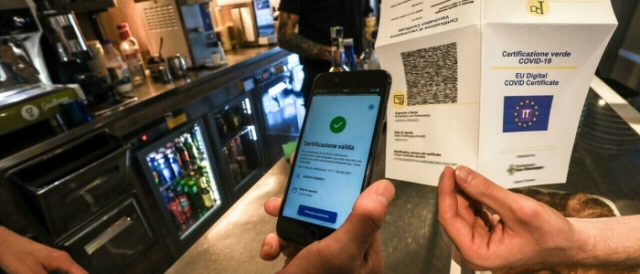 Green pass, nessun obbligo per i ristoratori di controllare i documenti di identità