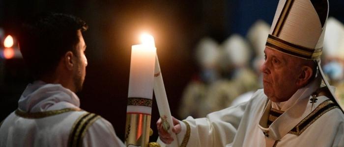 """Papa Francesco e l'omelia di Pasqua: """"Il Signore ci invita a ricominciare"""""""