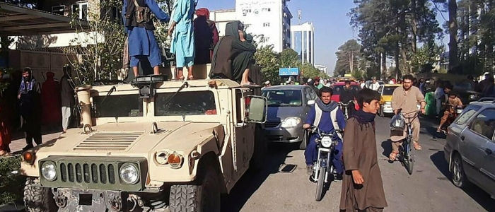 Afghanistan, i talebani accerchiano Kabul