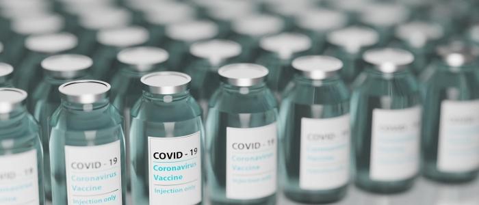 Vaccini: il ritmo accelera ma 8 milioni di dosi al mese sono poche