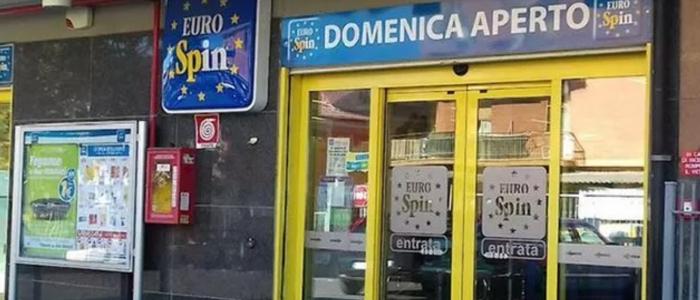 Roma, spara al vigilante del supermercato che lo invita a indossare la mascherina