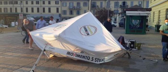 Milano, indagati due uomini per l'assalto al gazebo elettorale del M5s
