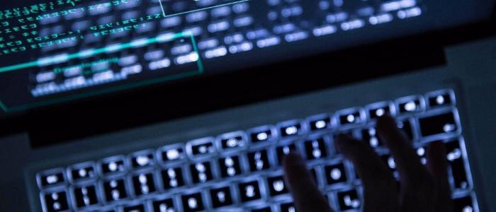 Cercava un sicario sul dark web per sfregiare la sua ex