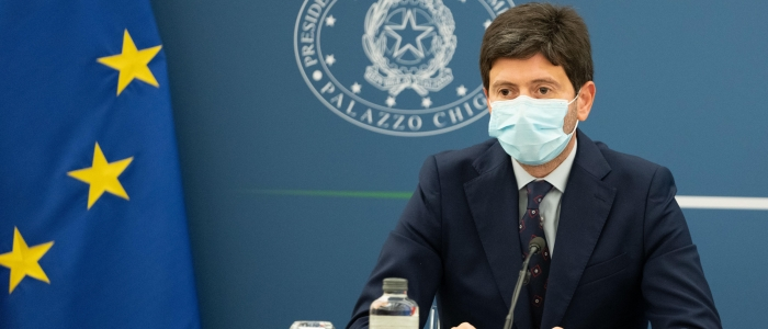 """Covid, Speranza: """"Rafforzare la campagna vaccinale per evitare restrizioni"""""""