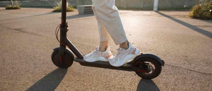 Lombardia, pronta la legge che vieta ai minori l'uso dei monopattini elettrici