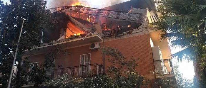 Roma, esplode una palazzina. Tre feriti e alcuni dispersi