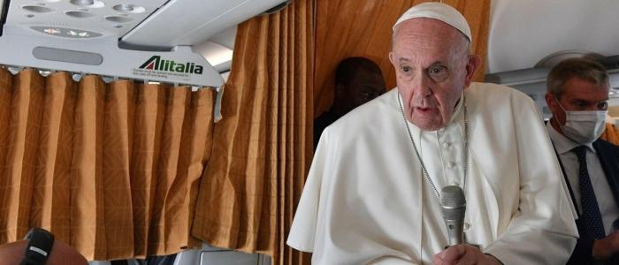 """Matrimoni gay, il Papa: """"Il matrimonio è possibile solo tra uomo e donna"""""""