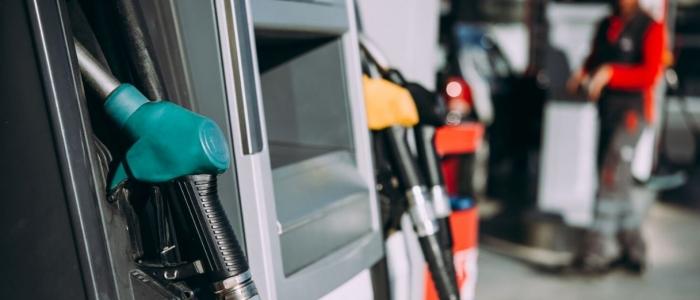 Energia, il governo è al lavoro per fronteggiare l'aumento delle tariffe. Ma preoccupa anche la benzina