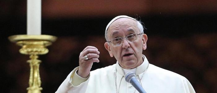 """Papa Francesco sull'aborto: """"E' giusto fare fuori una vita per risolvere un problema?"""""""
