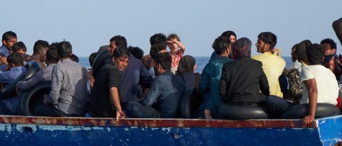 Lampedusa, altri 686 migranti arrivano dalla Libia su un peschereccio