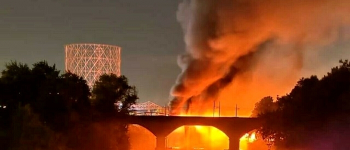 Roma, incendio Ponte di Ferro: in una foto spunta un fornellino