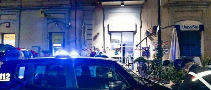Torino, marocchino respinto da una una donna in un bar la uccide