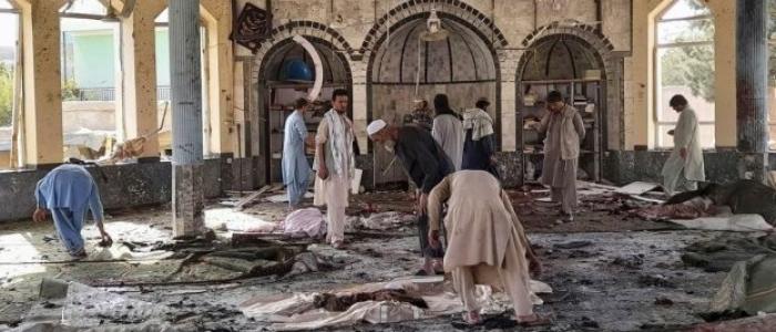 Afghanistan, kamikaze in una moschea. Decine di morti e feriti