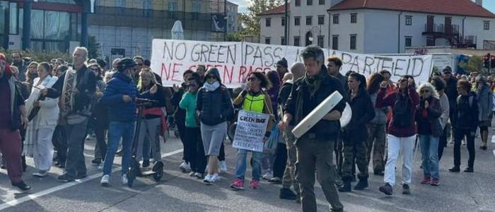 Trieste, sciopero dei portuali contro l'obbligo del Green pass