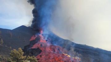 Canarie, inarrestabile l'eruzione del Cumbre Vieja